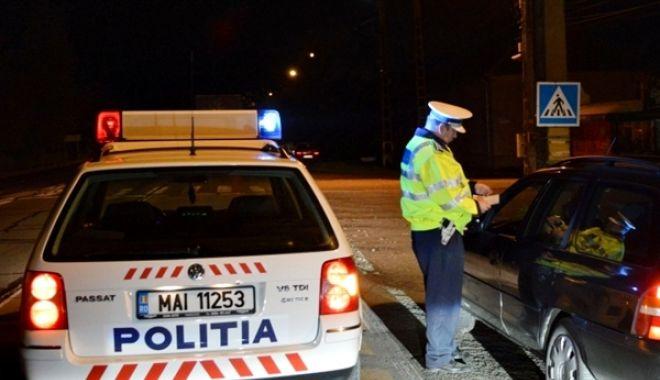Foto: Şofer minor fugit de la locul faptei, după ce a lovit o maşină de poliţie