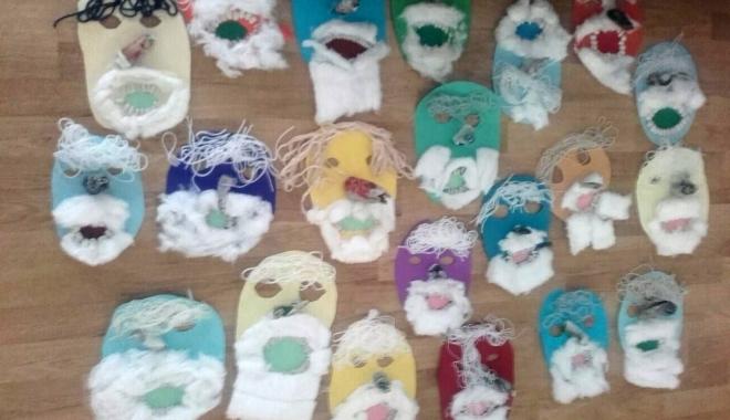 Copiii au confecţionat măşti de Moş Nicolae - copii-1512561880.jpg