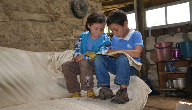 Foto: Elevii din mediul rural şi-au îmbunătăţit rezultatele şcolare