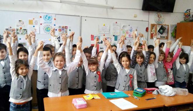 Foto: IPS Teodosie va binecuvânta copiii