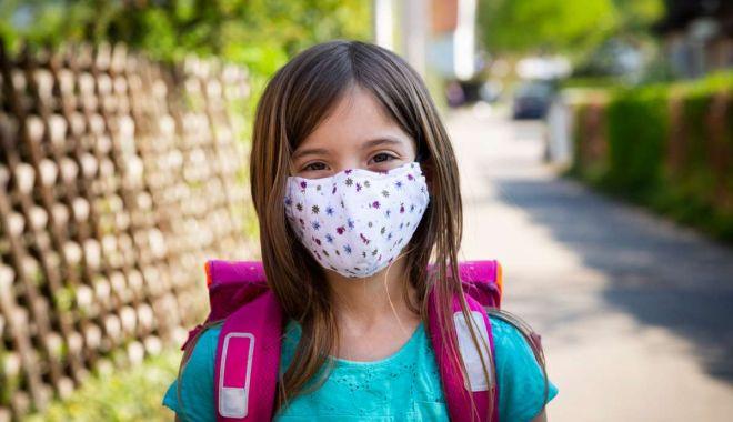 Foto: De la ce vârstă ar trebui copiii să poarte mască de protecție