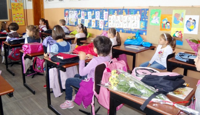 Foto: Elevii se roagă pentru un an şcolar cu rezultate excepţionale