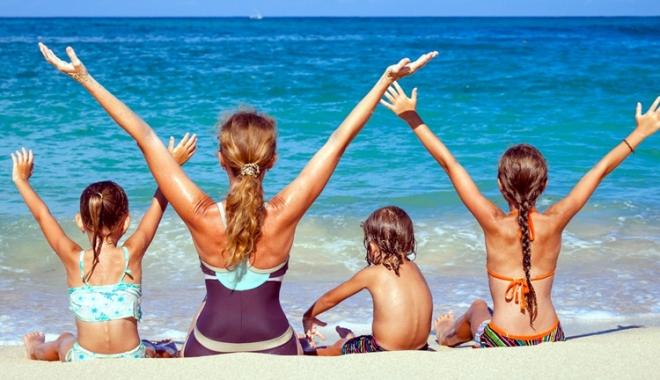 Foto: Copiii cu autism şi ADHD, activităţi la malul mării