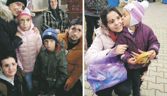 Foto: Copiii din centrele de plasament  fac daruri familiilor nevoiaşe
