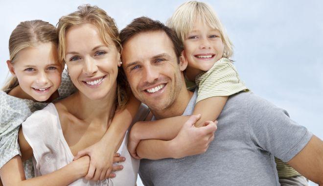 Foto: Afecţiuni ereditare. Copiii moștenesc de la părinți problemele dentare
