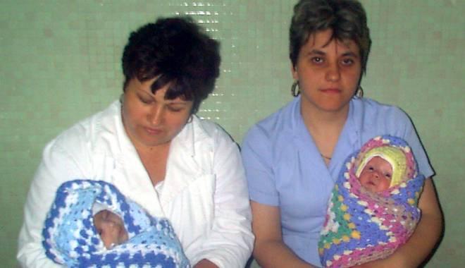 Gravidele care nasc la Spitalul Județean, fotografiate și urmărite. De ce s-a luat această decizie - copiiiparasiti-1427824778.jpg
