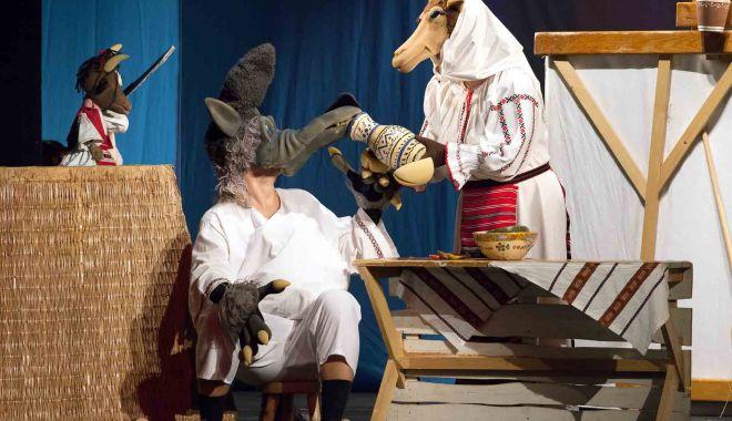"""Foto: Copiii sunt aşteptaţi de capra cu trei iezi la Teatrul """"Căluțul de Mare"""""""