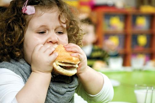 Foto: ATENŢIE PĂRINŢI! Obezitatea infantilă poate duce la boli grave