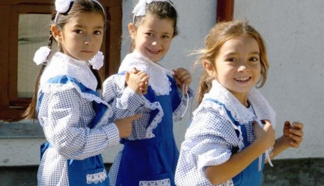 Foto: Se întoarce UNIFORMA OBLIGATORIE în şcoli?