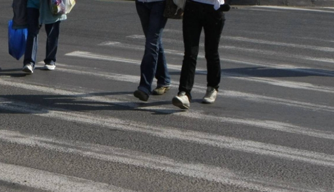 Foto: Copil, accidentat  pe trecerea  de pietoni. Şoferul a fugit