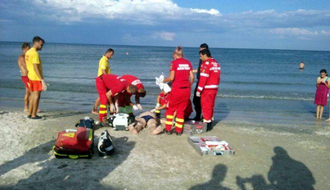 Foto: Copil de 12 ani, scos din mare la Năvodari