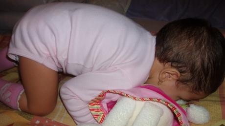 Un copil a murit, iar altul este în comă. Străbunica le-a dat otravă în loc de sirop de tuse - copil21377000-1320138519.jpg