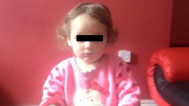 Foto: Fetiţa de 5 ani lovită cu maşina de un poliţist, şef de post, a murit