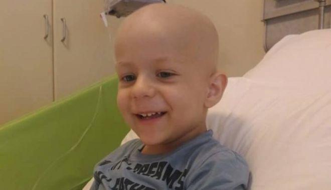 Foto: Un băiețel de trei ani luptă pentru viața sa. El suferă de tumoare la ficat