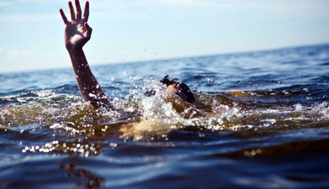 Foto: Soartă cruntă pentru adolescentul înecat.  Copilul a fost abandonat din primele zile de viață