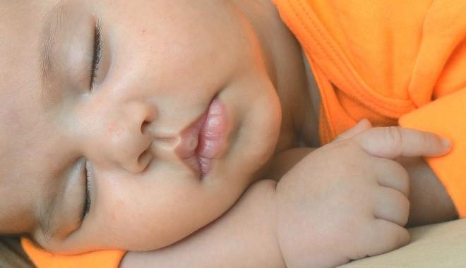 Foto: Cât trebuie să doarmă copilul mic?