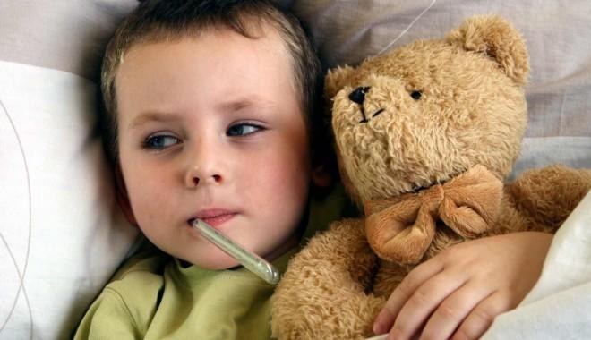 Foto: Jucării donate pentru copiii internaţi la pediatrie