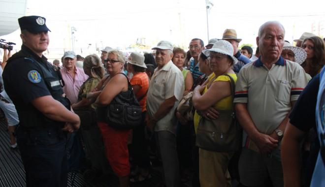 Îmbulzeală mare! S-a deschis centrul comercial Cora Brătianu - corabratianu1-1374766530.jpg