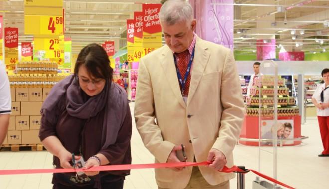 Îmbulzeală mare! S-a deschis centrul comercial Cora Brătianu - corabratianu27-1374766552.jpg