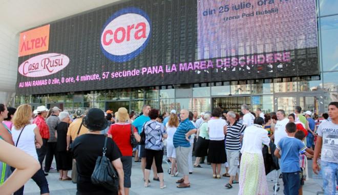 Îmbulzeală mare! S-a deschis centrul comercial Cora Brătianu - corabratianu4-1374766545.jpg
