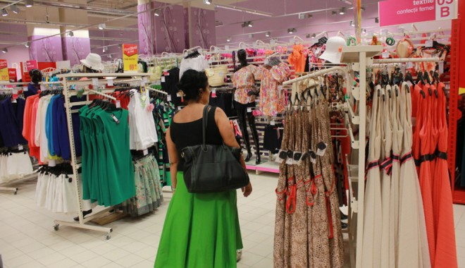 Îmbulzeală mare! S-a deschis centrul comercial Cora Brătianu - corabratianu40-1374766565.jpg
