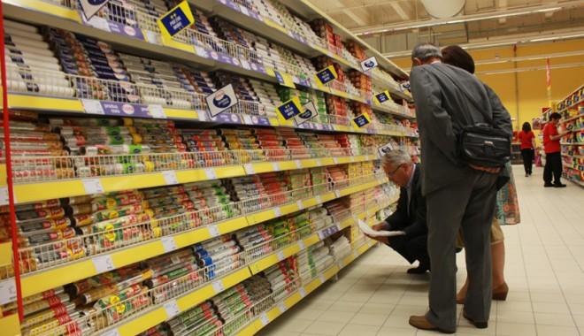 Îmbulzeală mare! S-a deschis centrul comercial Cora Brătianu - corabratianu47-1374766572.jpg