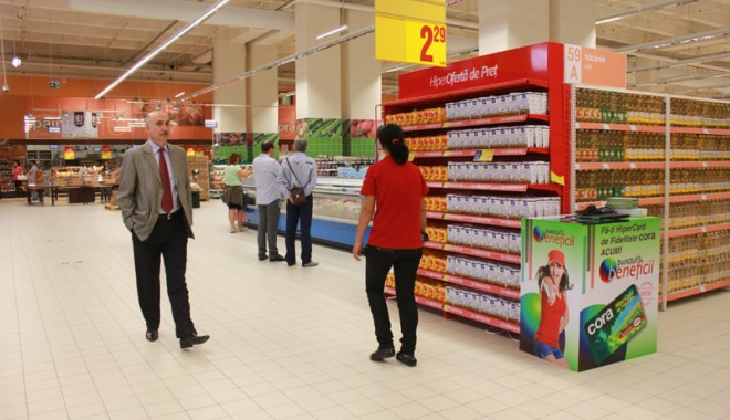 Îmbulzeală mare! S-a deschis centrul comercial Cora Brătianu - corabratianu54-1374766589.jpg
