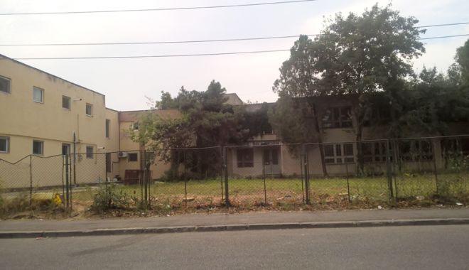 """Foto: FOTO / Blocuri cu zece etaje pe strada Corbului, în locul fostei grădiniţe """"Integrata"""""""