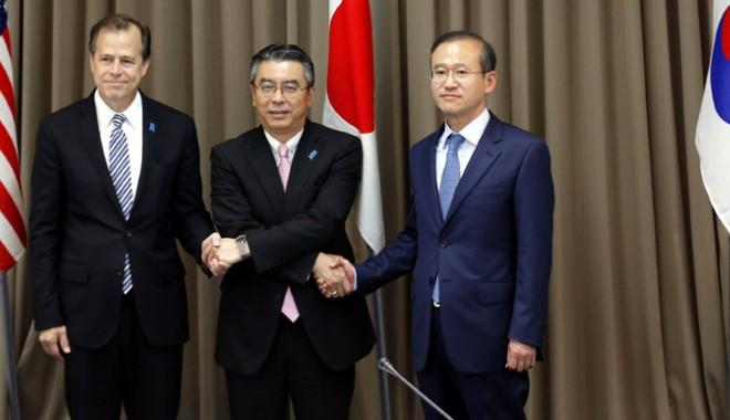 Foto: Japonia, Coreea de Sud şi SUA îşi vor continua colaborarea