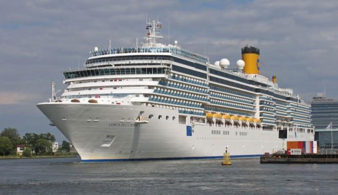 """Foto: Gigantul """"Costa Deliziosa"""" a adus 2.620 de pasageri în portul Constanţa"""