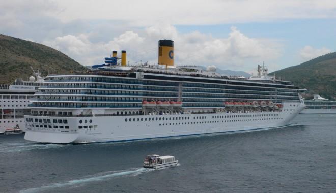 """Foto: """"Costa Mediterranea"""" a adus 2.122 de pasageri în portul Constanţa"""