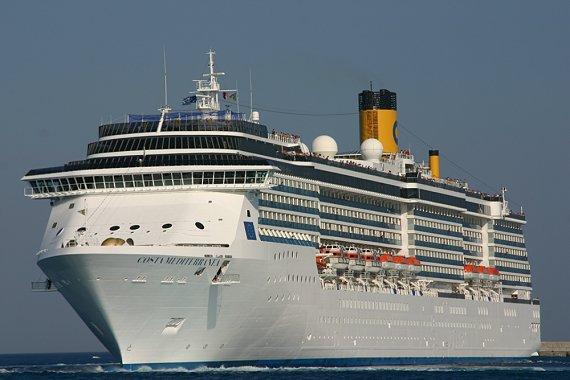 "Foto: ""Costa Mediterranea"" a aduce 2.114 pasageri la Constanţa"