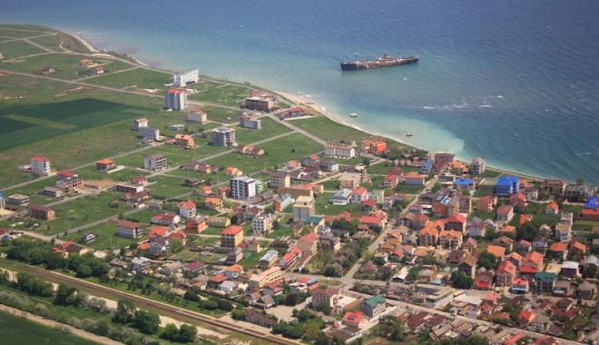 Foto: Costineşti, transformarea unui sat într-o staţiune turistică de top