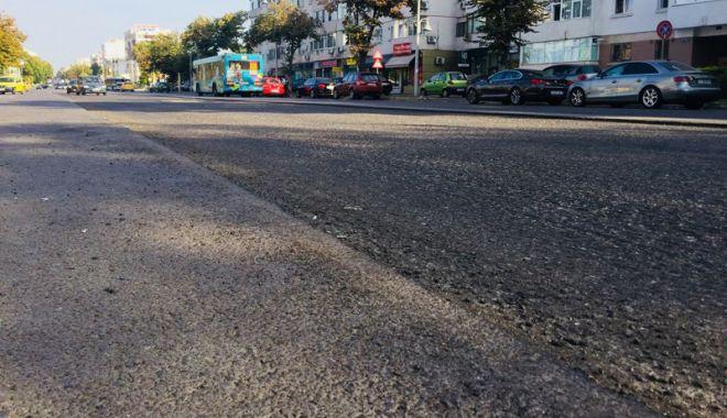 Foto: Covor asfaltic pe bulevardul Tomis. Se lucrează joi  şi vineri noapte