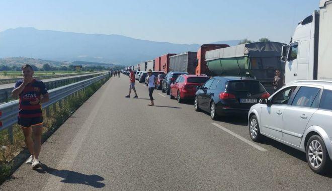 Foto: MAE: Coadă de 12 kilometri la granița între Bulgaria și Grecia. Se așteaptă șase ore