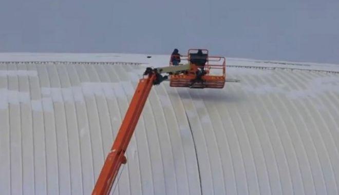 Foto: CA LA NOI LA NIMENI! Stadion nou-nouţ, de 60 de milioane €, cu gaură de 4m în acoperiş