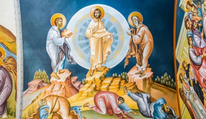 Foto: Credincioșii sărbătoresc Schimbarea la Față a Domnului