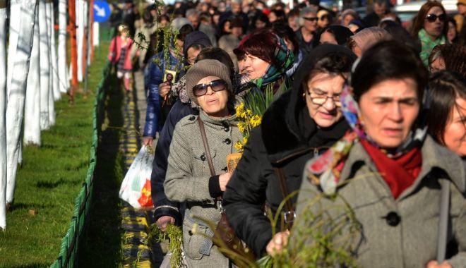 Foto: Credincioșii constănțeni vor merge în procesiune cu icoanele