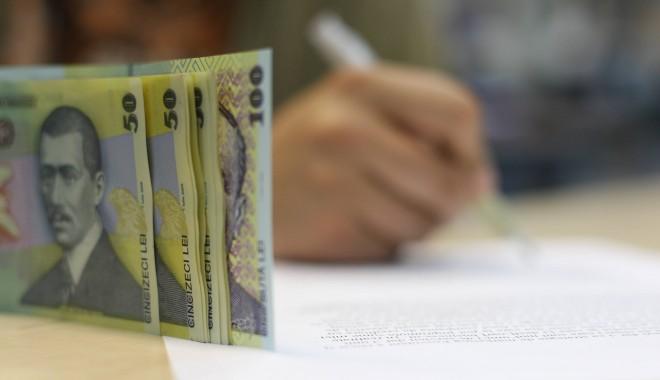 Foto: Soldul creditelor acordate firmelor şi populaţiei a scăzut în iulie