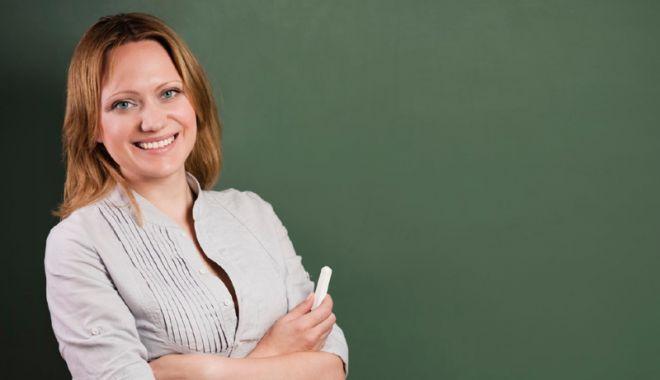 Foto: Cresc veniturile profesorilor. 10% spor de suprasolicitare
