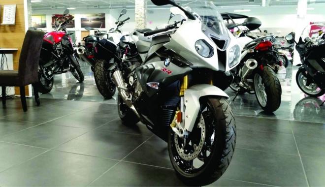 Foto: Creştere spectaculoasă a comerţului auto-moto