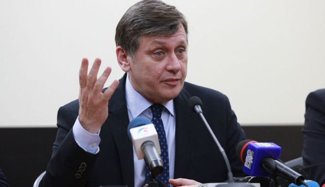 Foto: Se întoarce Crin Antonescu în politică?