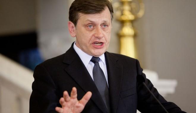 Foto: Crin Antonescu şi-a dat demisia din fruntea Senatului