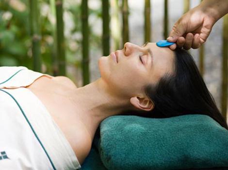 Foto: Folose�te terapia cu cristale pentru a ameliora durerile menstruale