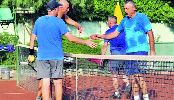 """Foto: Cristian Tudor Popescu, """"spulberat"""" în turul secund al turneului de la TC Idu"""