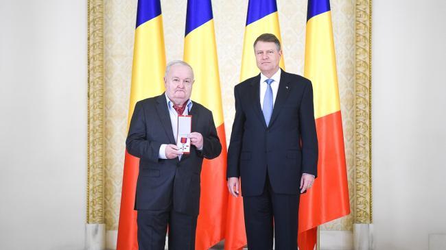 Foto: Cristian Ţopescu, decorat de preşedintele Klaus Iohannis