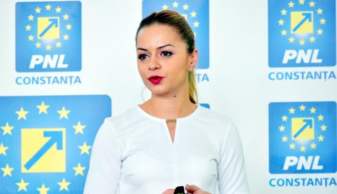 Foto: Cristina Văsii, de la Constanţa, prim-vicepreşedinte al tinerilor din PNL
