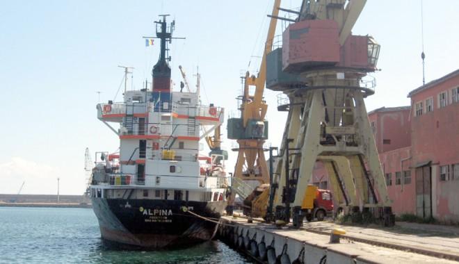 Foto: Criza din siderurgie a afectat grav porturile româneşti