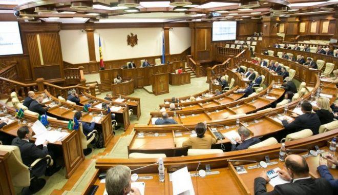 Foto: Criză în Republica Moldova. Uniunea Europeană îndeamnă la calm