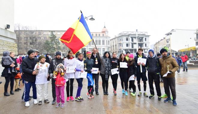 Foto: Sute de sportivi, la startul Crosului 1 Decembrie. Cine sunt campionii